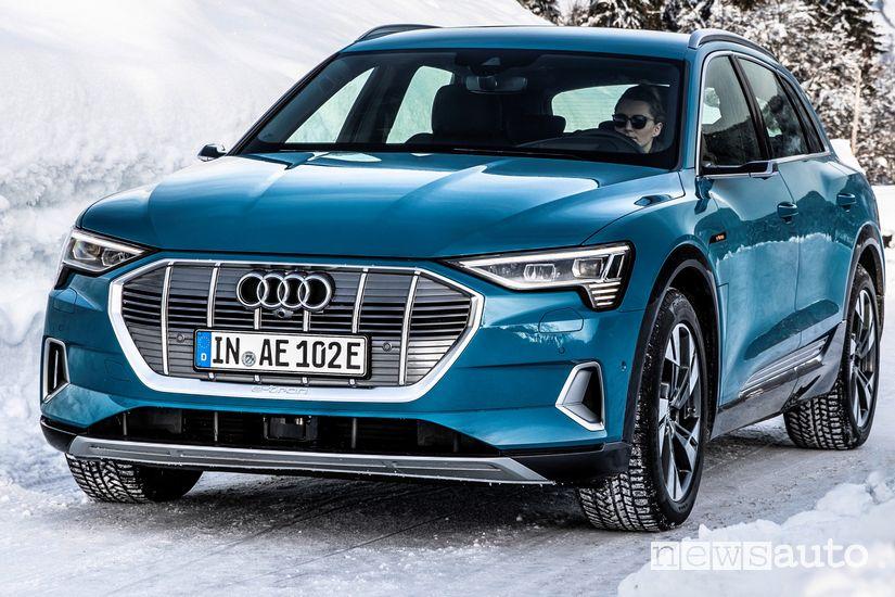 Audi e-tron 55 quattro SUV elettrico sulla neve