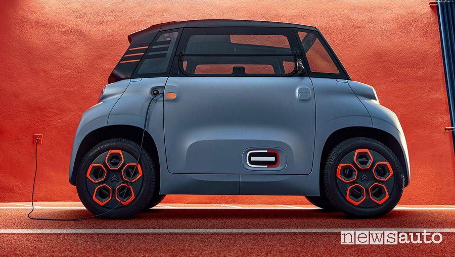 Citroën Ami in ricarica da una presa domestica
