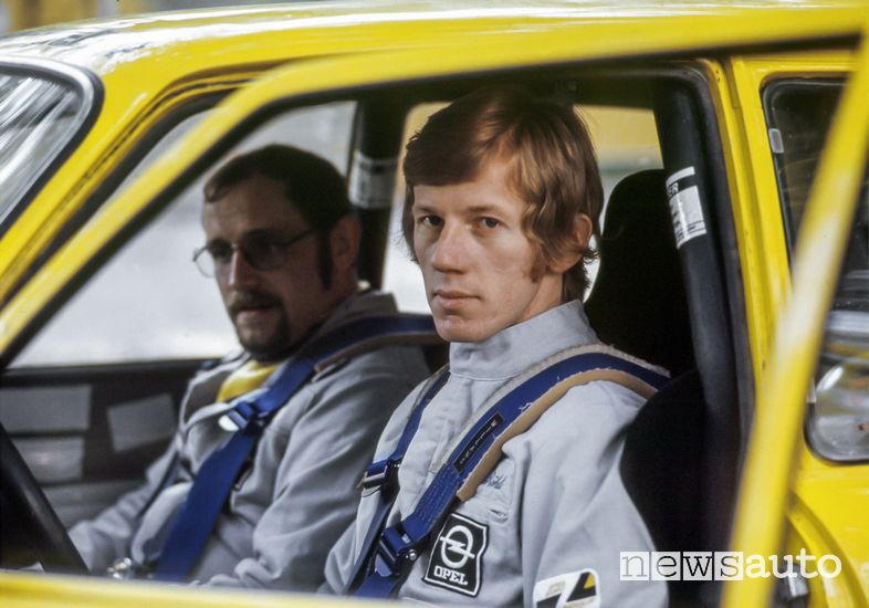 Walter Röhrl e Jochen Berger al volante dell'Opel Ascona SR rally