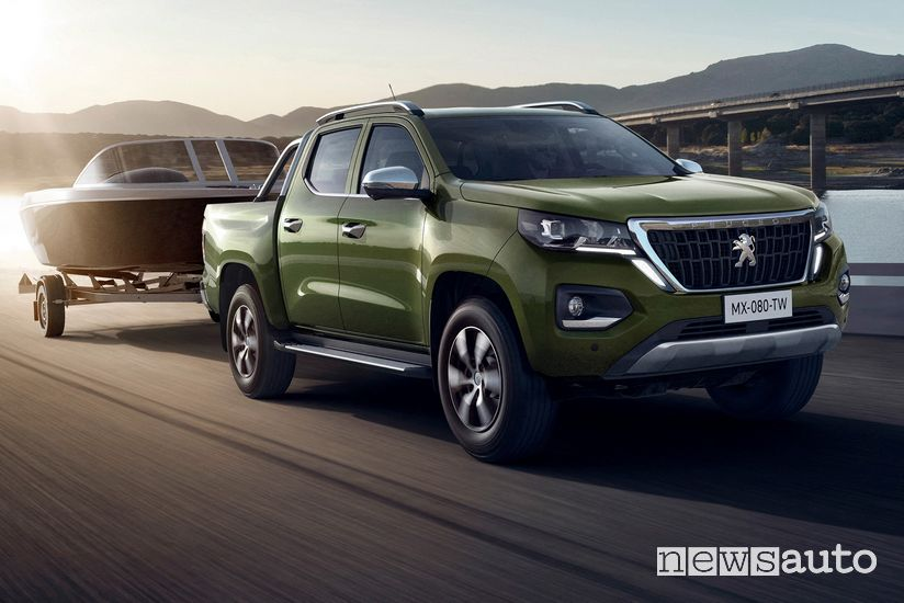 Peugeot Landtrek pick-up traina una barca