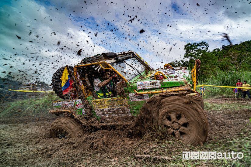 Rainforest Challenge Malesia: Jorge e Christian del team colombiano Trocha y Gorgojo
