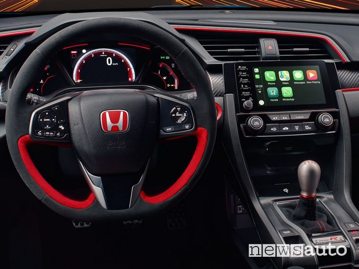 Plancia strumenti Honda Civic Type R con Apple CarPlay