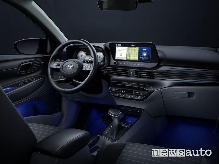 Doppio schermo digitale nell'abitacolo della Hyundai i20 2020
