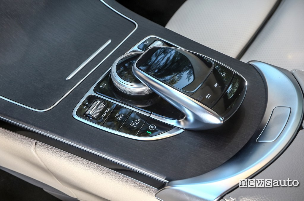 touchpad Mercedes C200 Hybrid consolle centrale