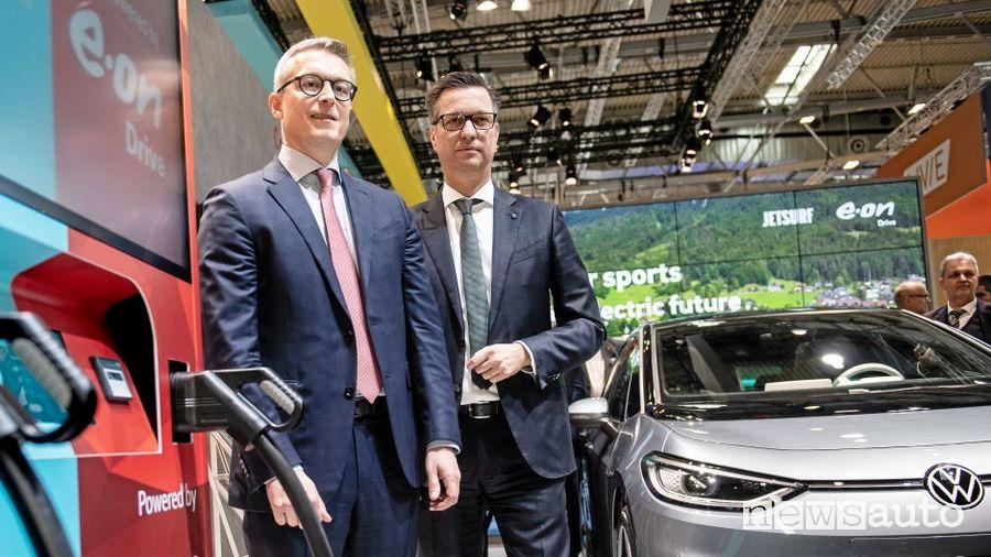 Il Presidente di Volkswagen Group Components, Thomas Schmall, con Karsten Wildberger di E.ON