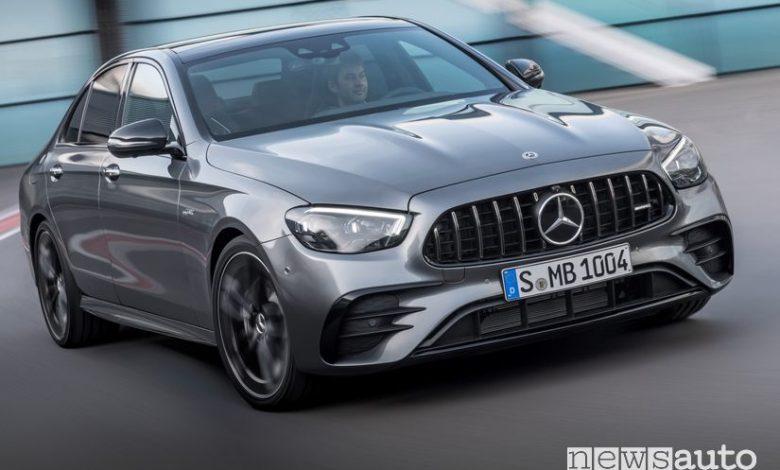 Vista anteriore Mercedes-AMG E 53 4Matic+ inserimento in curva