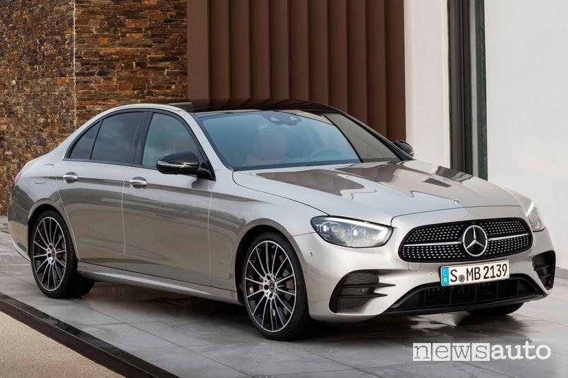 Vista di profilo Mercedes-Benz Classe E 2020 AMG Line