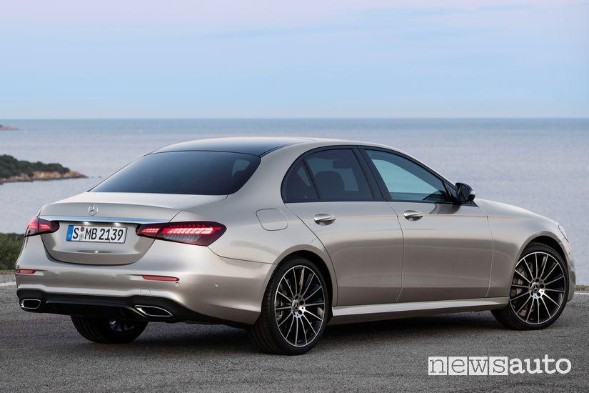 Vista posteriore Mercedes-Benz Classe E 2020 AMG Line