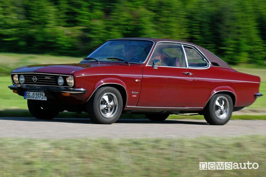 Vista di profilo Opel Manta Berlinetta