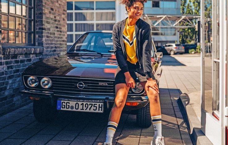 Opel Manta girl