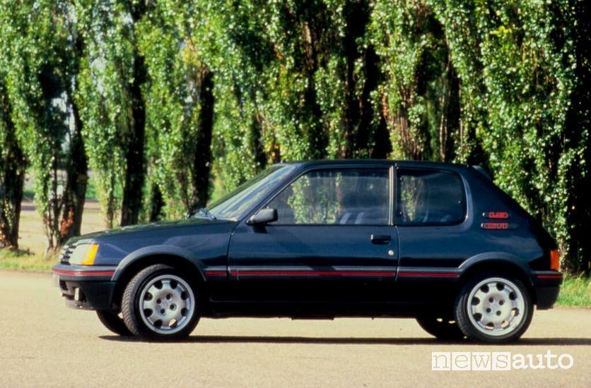 Vista laterale Peugeot 205 GTI Plus