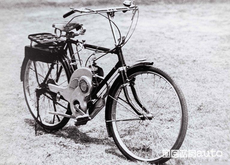 """Bicicletta a motore """"Power Free"""" Suzuki del 1952"""