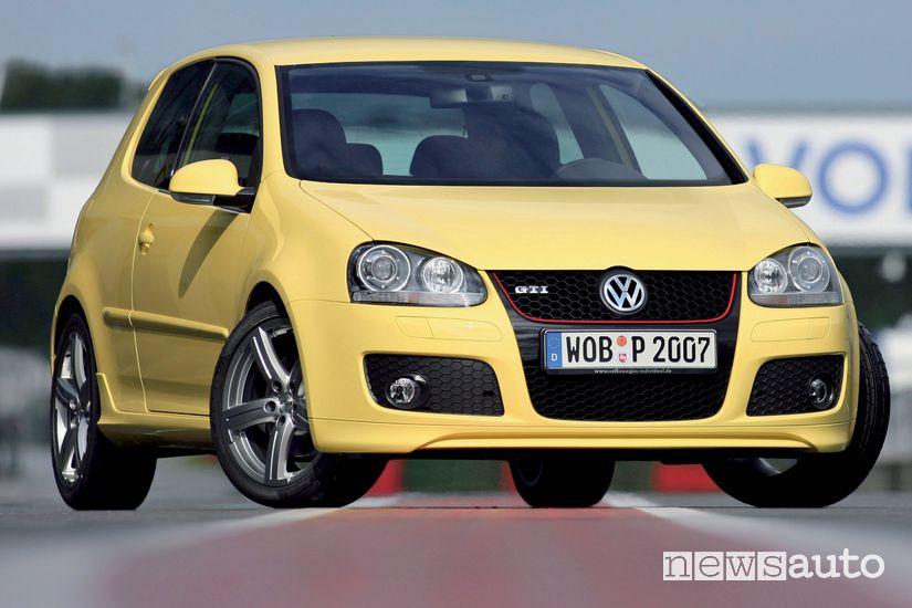 Vista anteriore Volkswagen Golf GTI V Pirelli