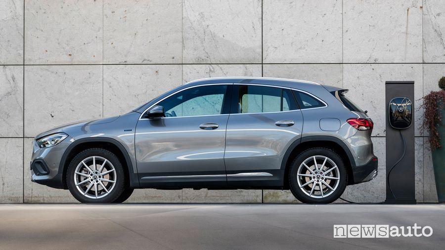 Mercedes-Benz GLA 250 e EQ Power  in ricarica da wallbox
