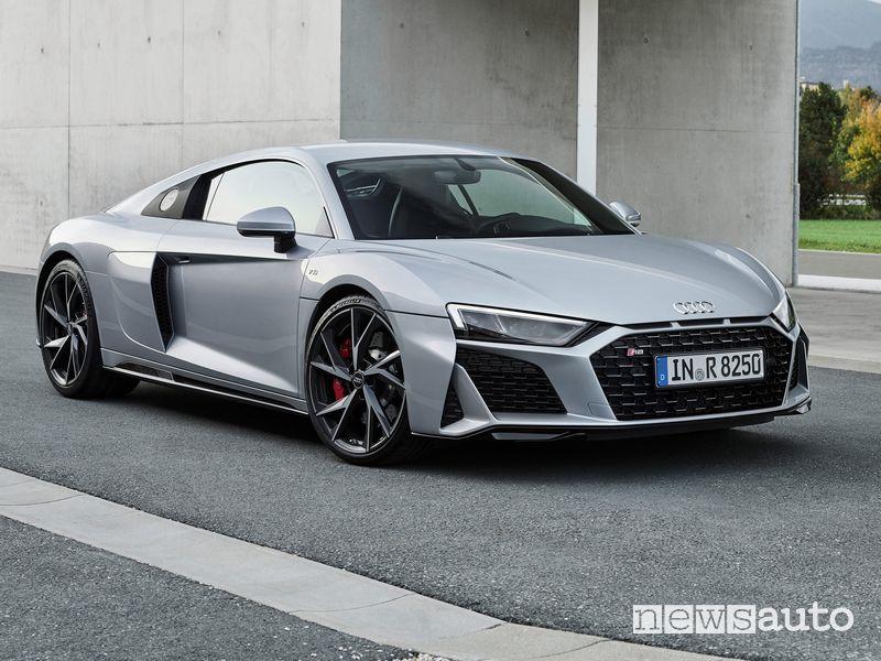 Vista di profilo Audi R8 V10 RWD Coupé