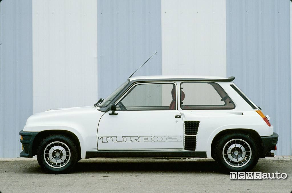 Renault 5 turbo 2 1982 con nuovi interni ripresi dalla 5 Alpine Turbo
