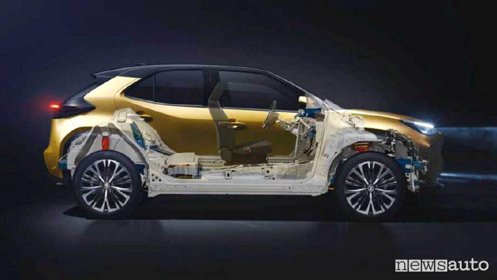 Toyota Yaris vista laterale dove si nota la posizione della batteria al litio