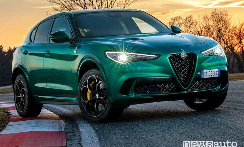 Vista di profilo Alfa Romeo Stelvio Quadrifoglio