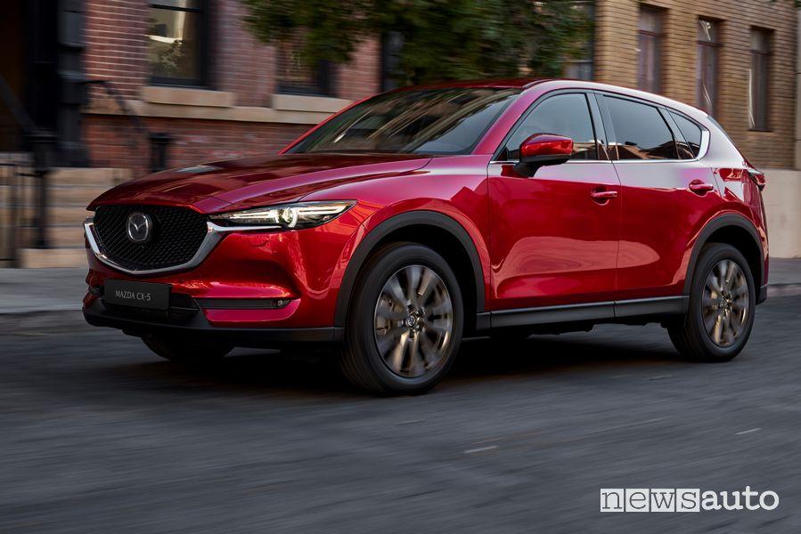 Vista di profilo Mazda CX-5 2020 Soul Red Crystal