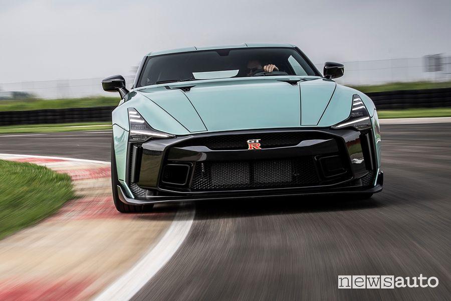 Frontale Nissan GT-R50 by Italdesign in pista sul Circuito Tazio Nuvolari