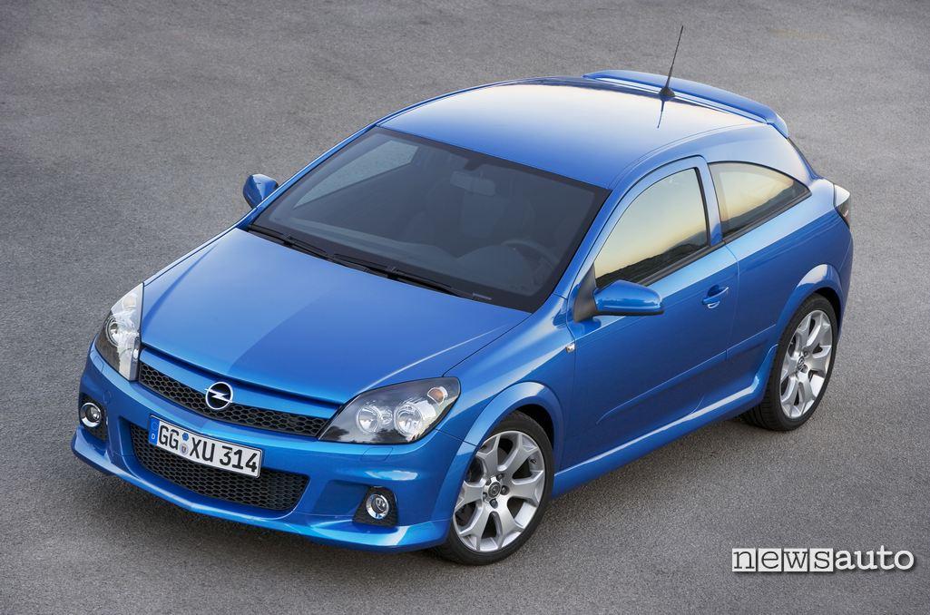 Opel Astra GTC 2005 vista anteriore equipaggiata con nuovo motore turbo da 240 CV
