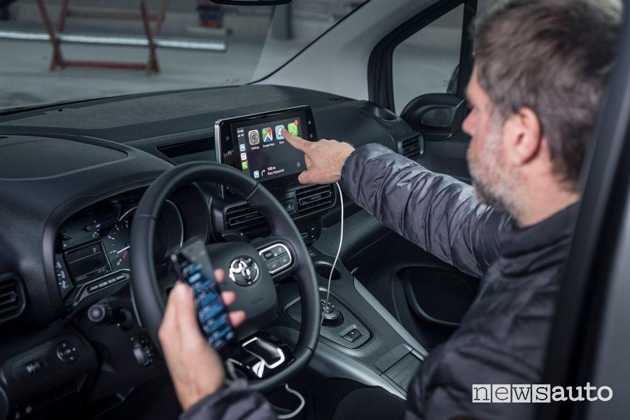"""Connettività Apple CarPlay touchscreen da 8"""" abitacolo Toyota Proace City Verso"""