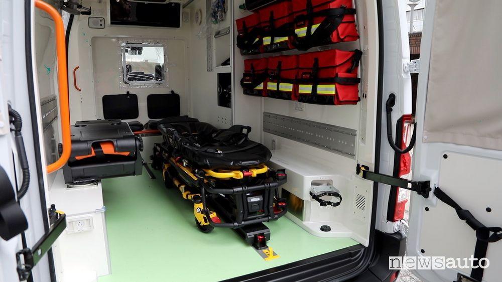 Ambulanza elettrica Nissan NV400 barella elettrica