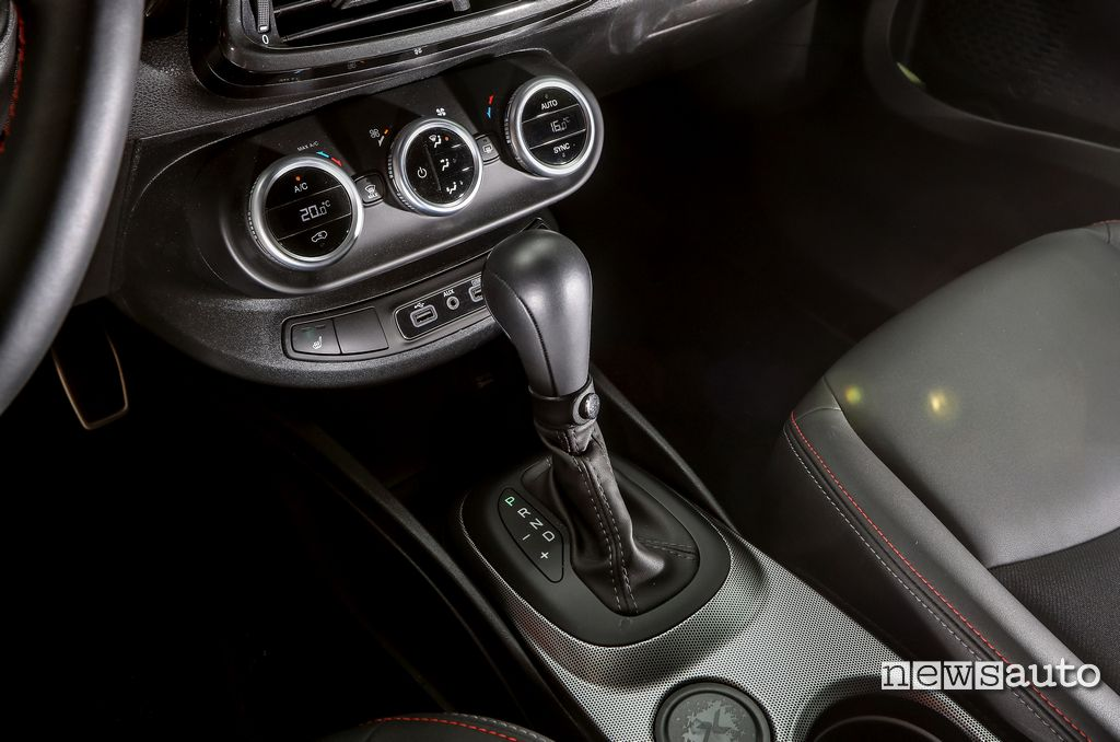 Cambio automatico doppia frizione DCT 6 marce Fiat 500X Sport. Il cambio automatico è sempre più richiesto anche tra i suv usati