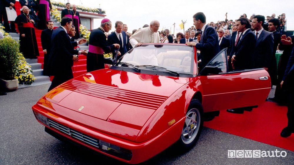 Papa Giovanni Paolo II su una Ferrari Mondial Cabriolet