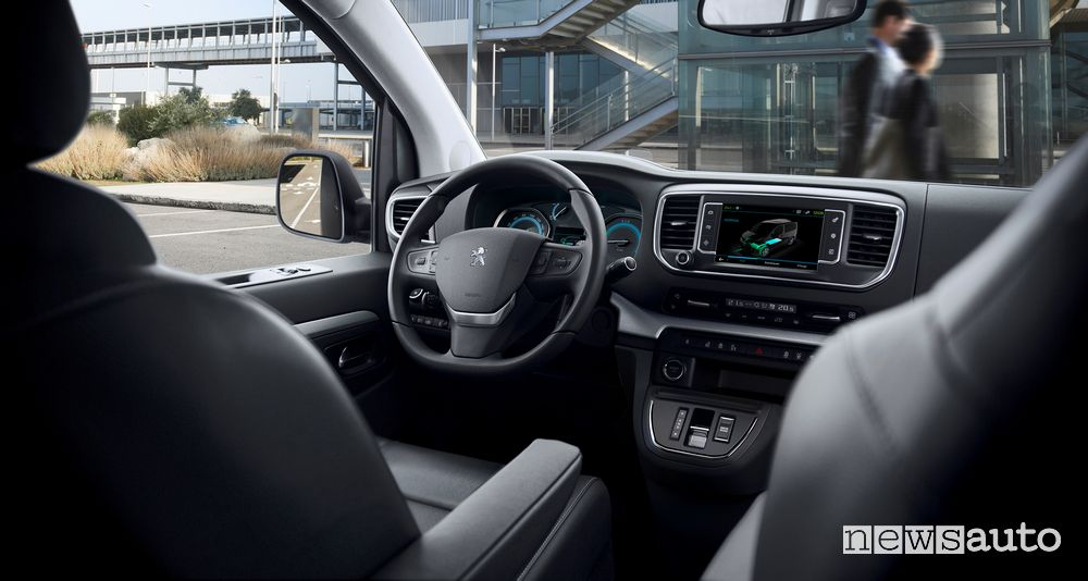 Plancia strumenti abitacolo Peugeot e-Traveller elettrico