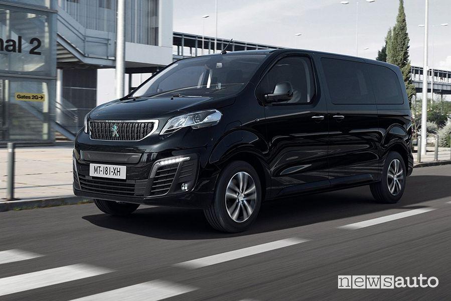 Vista di profilo Peugeot e-Traveller elettrico