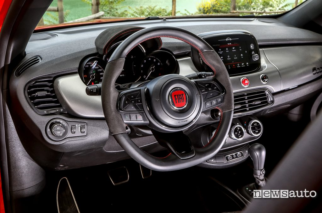 Volante sportivo Fiat 500X Sport cambio automatico
