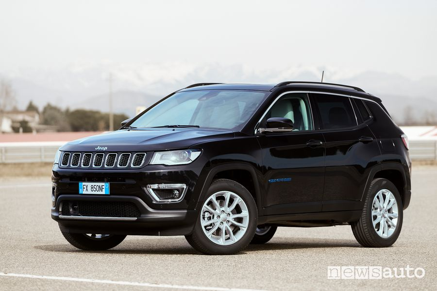 Vista di profilo Jeep Compass 4xe Limited ibrida plug-in