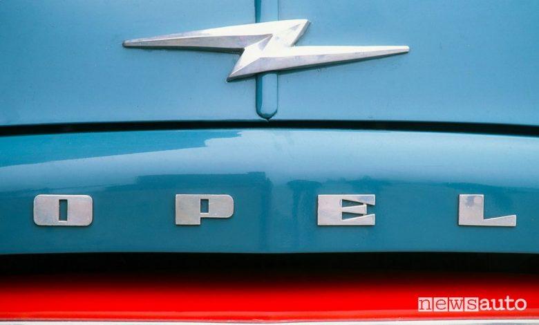 Logo Opel, la storia del simbolo con il fulmine