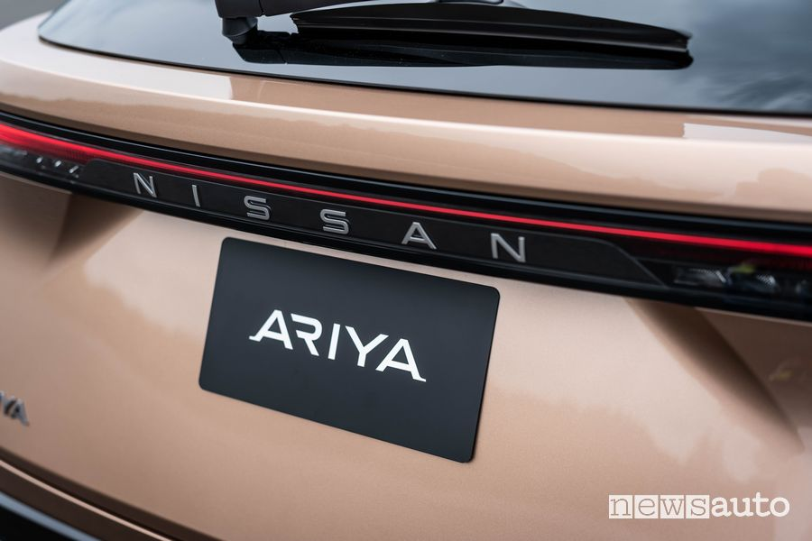 Logo Nissan posteriore Nissan Ariya crossover elettrico