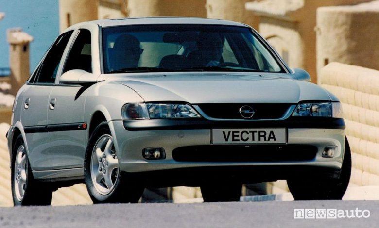 Vista anteriore Opel Vectra