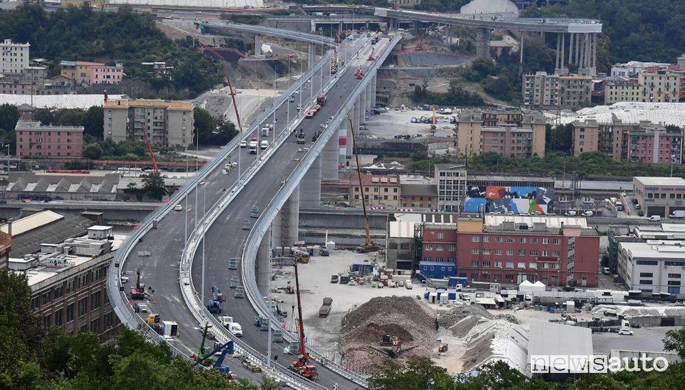 La curva dopo il Ponte Morandi di Genova verso Savona