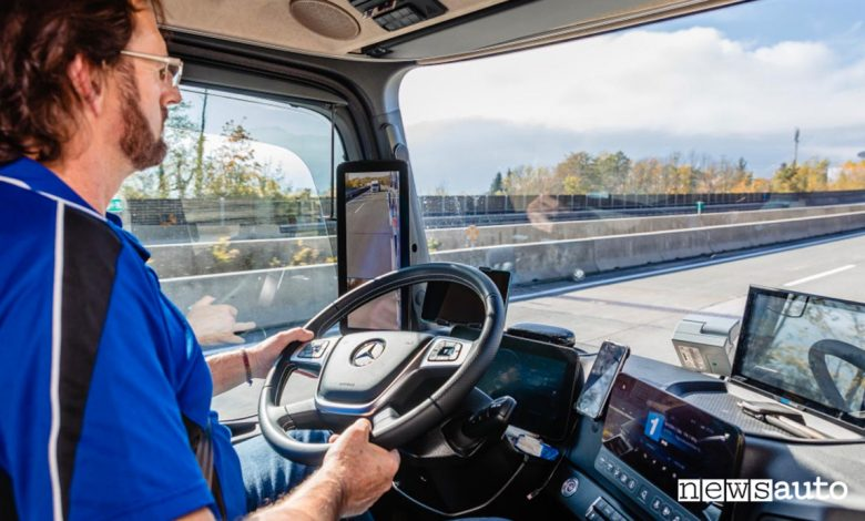 Autista alla guida di un camion