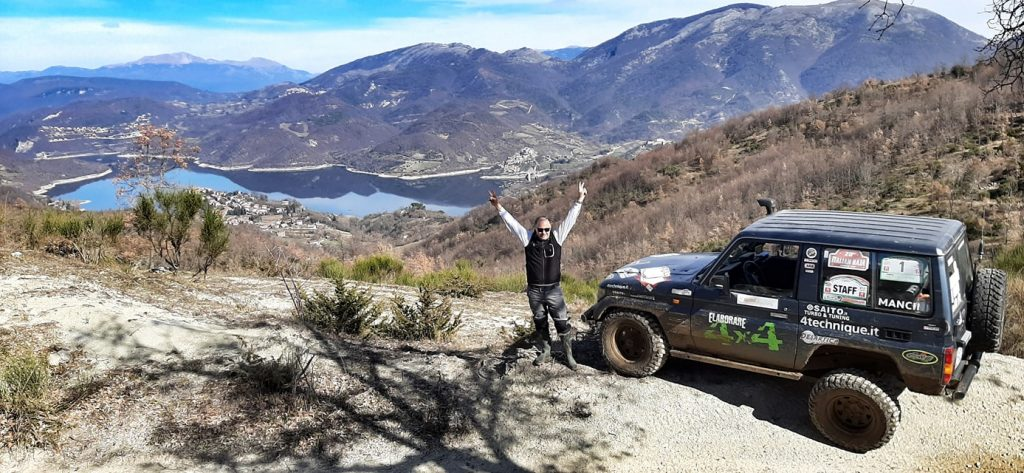 Scenari mozzafiato che si possono raggiungere con un fuoristrada o suv dotato di trazione integrale (lago del Turano Rieti)