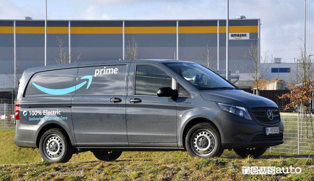 Il Mercedes eVito c'è anche in versione furgone elettrico per il trasporto di cose utilizzato anche da Amazon
