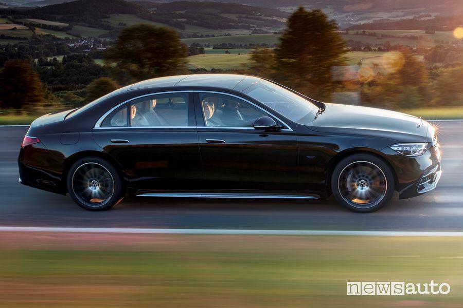 Vista laterale Mercede-Benz Classe S nera