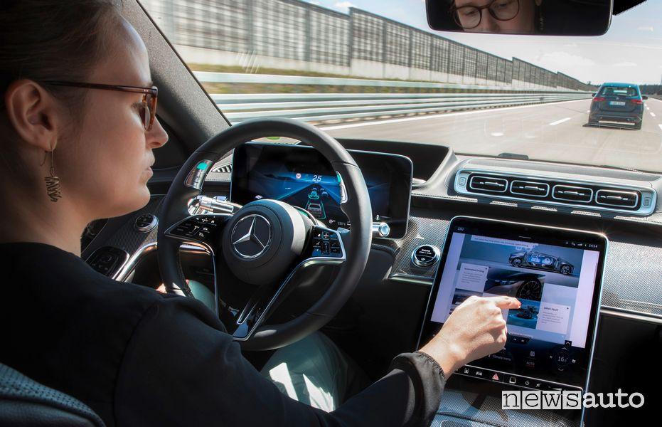 Guida semi-autonoma di livello 3 sulla nuova Mercedes-Benz Classe S