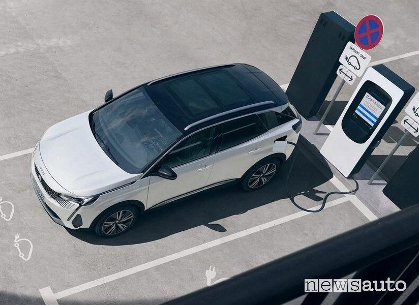 Operazione di ricarica nuova Peugeot 3008 Hybrid4