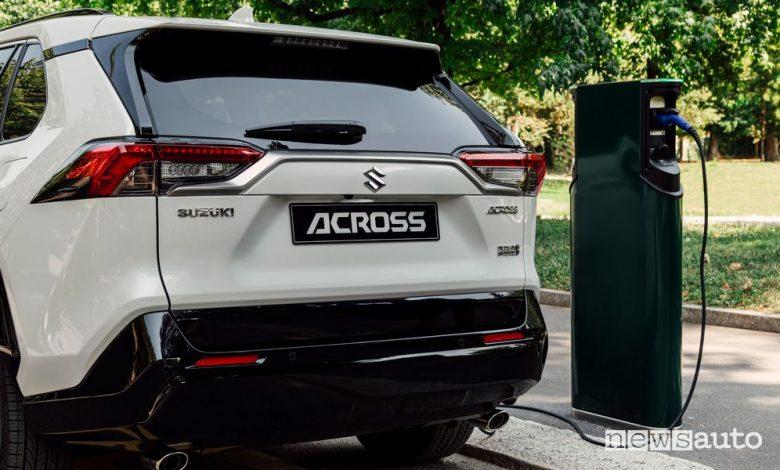 Suzuki Across ibrido plug-in in ricarica