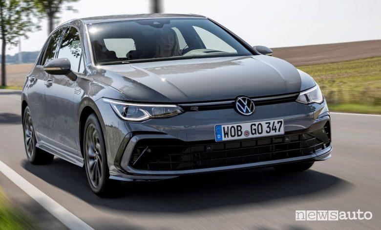 Vista di profilo Volkswagen Golf 1.5 eTSI MHEV