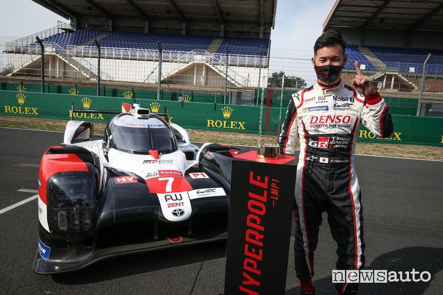 Kamui Kobayashi festeggia l'hyperpole alla 24 Ore di Le Mans 2020