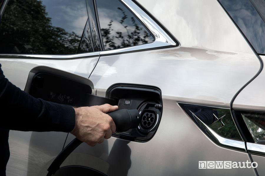 Come si ricarica il SUV DS 7 Crossback E-Tense ibrido plug-in