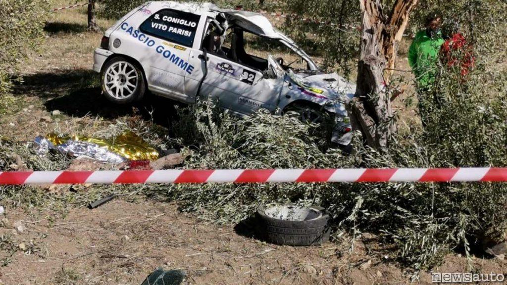 Renault Clio Williams coinvolta nell'incidente mortale al rally in Sicilia dove ha perso la vita il navigatore