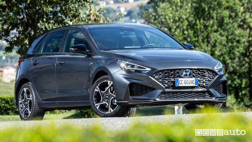 Vista di profilo nuova Hyundai i30 N Line
