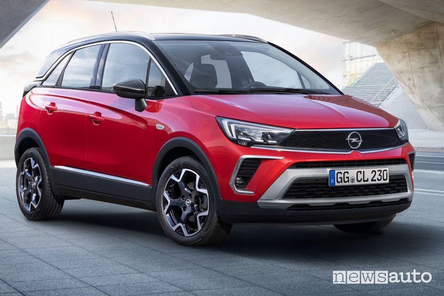 Vista di profilo nuovo Opel Crossland GS Line